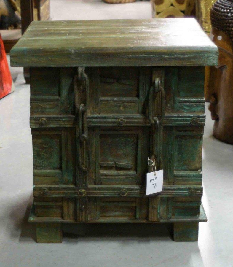 petit coffre ou malle en bois h 50 cm. Black Bedroom Furniture Sets. Home Design Ideas