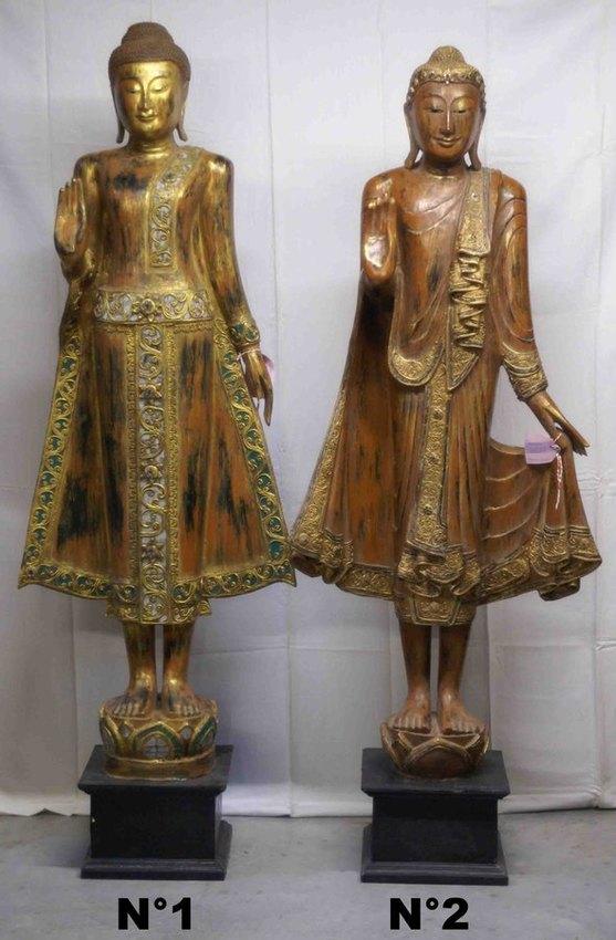 grande statue de bouddha debout en bois peint et dor e. Black Bedroom Furniture Sets. Home Design Ideas