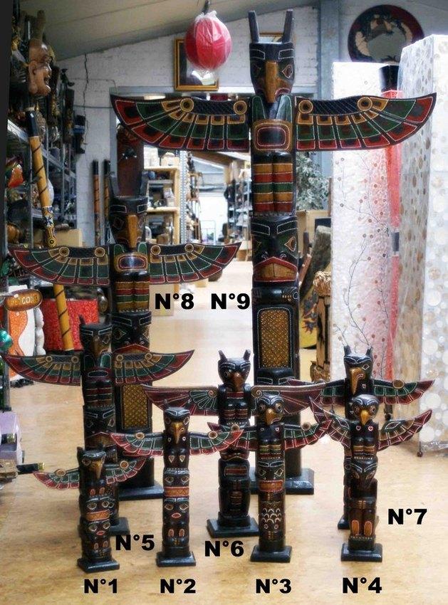 grand totem des indiens d\u0027Amérique en bois peint
